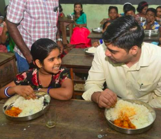 Kerala Dist Collector Has Lunch With School Kids, Wins Praise